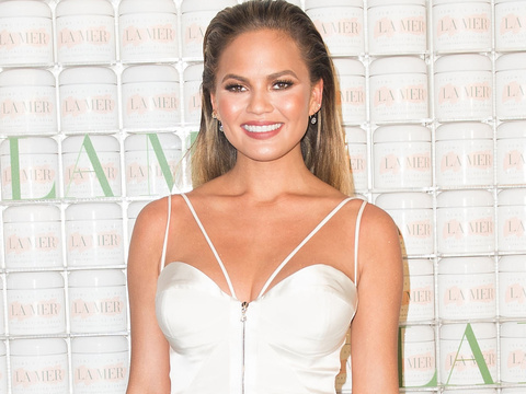 Chrissy Teigen Does First Red Carpet Since Announcing Pregnancy
