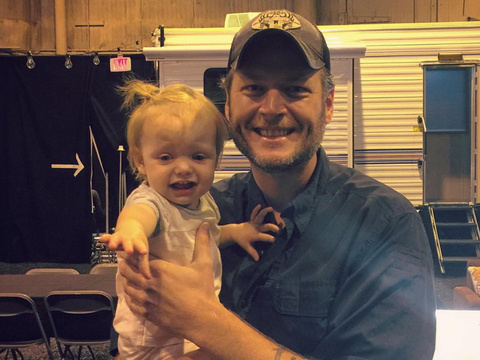 Funny Photo: Christina Aguilera's Daughter Looks Terrified In Blake Shelton's Arms!