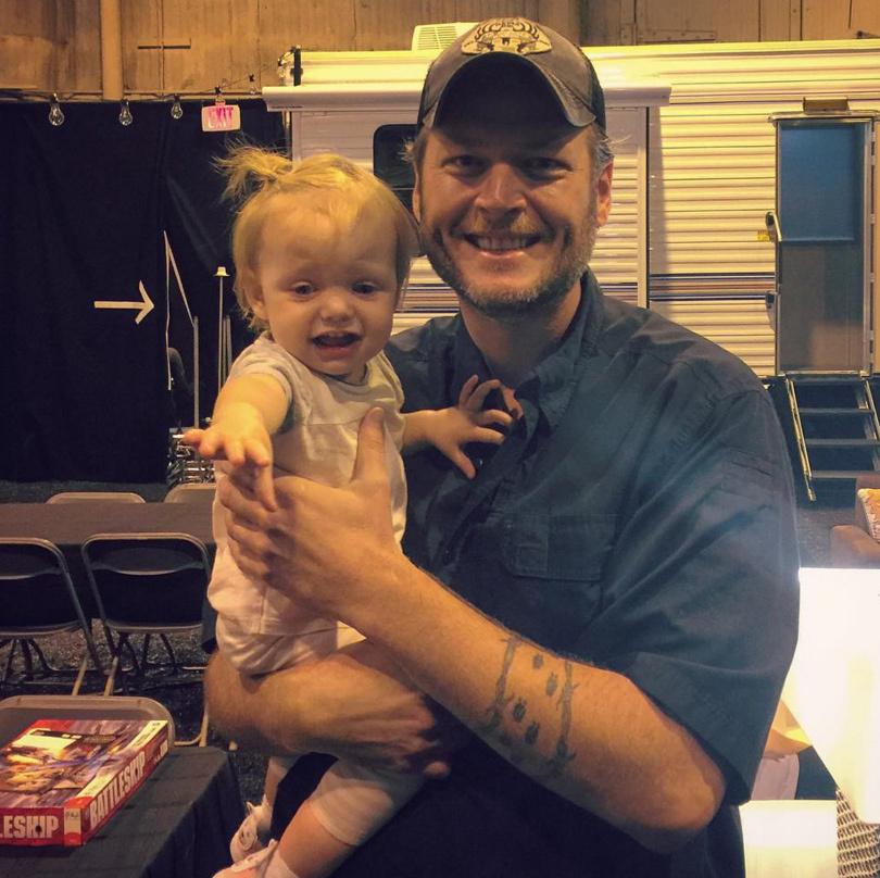 Funny Photo: Christina Aguilera's Daughter Looks Terrified In Blake Shelton's…