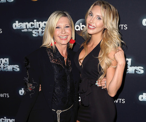 "Olivia Newton-John Hits ""Dancing With The Stars"" Red Carpet With Daughter Chloe…"