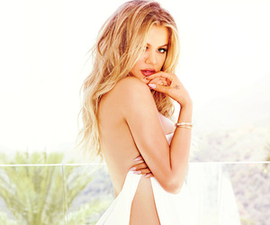 Khloe Kardashian Gets Completely Naked for New Book