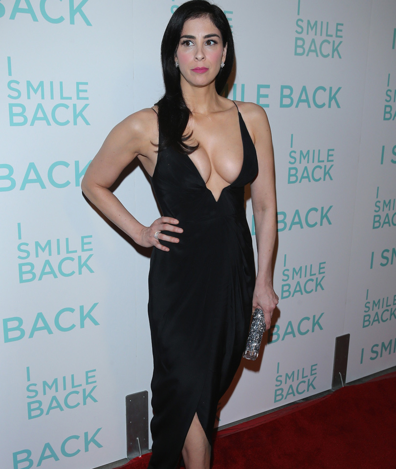 Sarah Silverman Shows Off Tons Of Cleavage In A Sexy LBD!