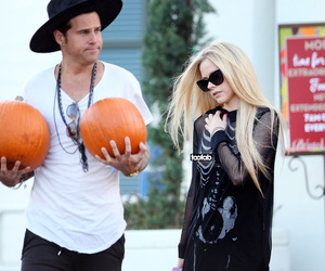 Avril Lavigne Has a Nip Slip at Pumpkin Patch -- Wait, Why Was Ryan Cabrera…