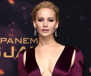 "Jennifer Lawrence Flaunts Major Cleavage at World Premiere of Final ""Hunger…"