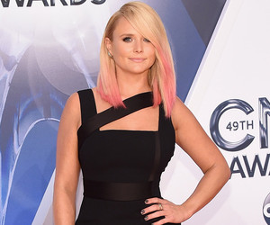 Miranda Lambert Stuns at CMAs, Seems to Reference Blake Shelton Divorce In…