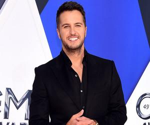 Video: See Luke Bryan's Shock When He Learns Blake Shelton Is Dating Gwen…