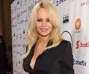 Pamela Anderson Says She's Hepatitis C-Free, Celebrates With Nude Snap!