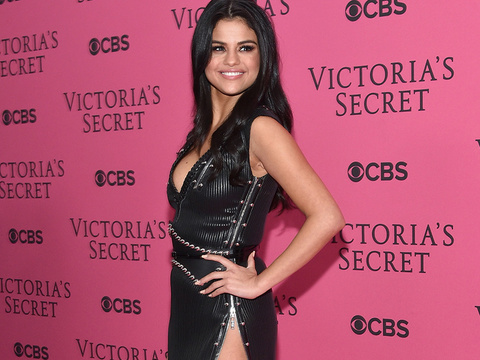 Whoa! Selena Gomez Shows Major Leg at Victoria's Secret Show