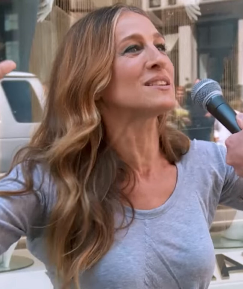 """Sarah Jessica Parker Plays """"Sex App or Santa's Reindeer?"""" In New """"Billy On The…"""