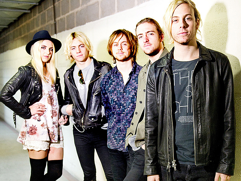 """Riker Lynch Spills NYE Details, Talks Future Acting Plans, Crazy R5 Tour Moments ... and """"Nasty"""" Showers?!"""