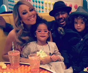 Mariah Carey & Nick Cannon Reunite For Some Holiday Fun With The Twins!
