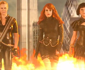 "Tina Fey, Amy Poehler & Amy Schumer Mock Taylor Swift's ""Bad Blood"""