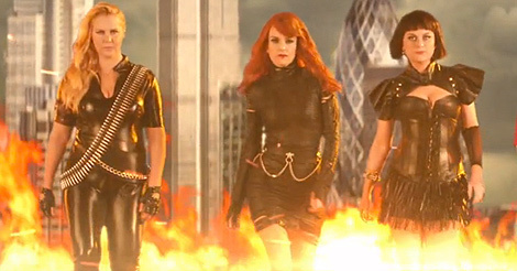 "Tina Fey, Amy Poehler & Amy Schumer Mock Taylor Swift's ""Bad Blood"""