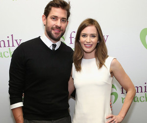"John Krasinski Admits Emily Blunt ""Hates"" His Muscles, Says She Wants Her…"