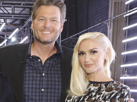 Gwen Stefani and Blake Shelton Cozy Up in Wedding Photo Booth Pics