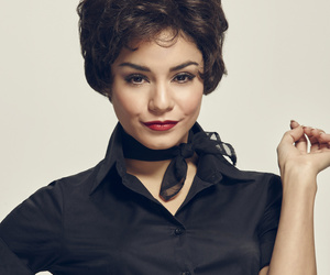 """Watch Vanessa Hudgens Deliver Powerful Performance In """"Grease Live!"""" Hours…"""