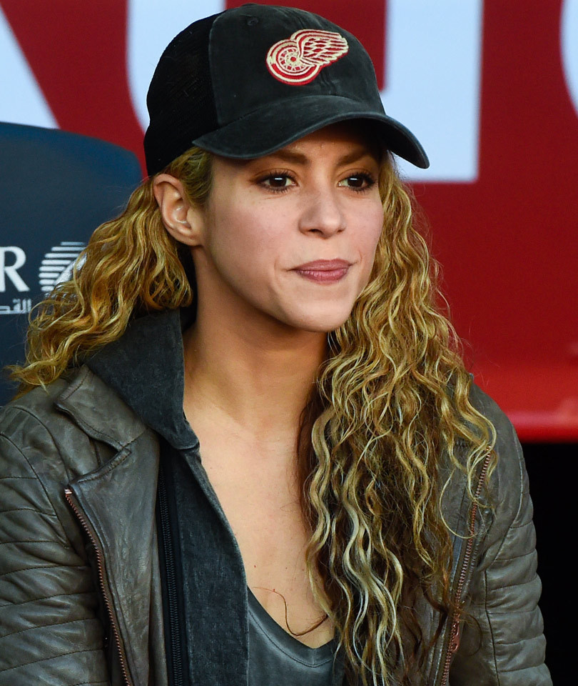 Shakira Celebrates 39th Birthday With Gorgeous Makeup-Free Photo!