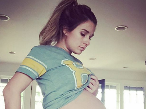Jessie James Decker Shows Off Ridiculous Post-Baby Bod Just SIX Months After Welcoming…