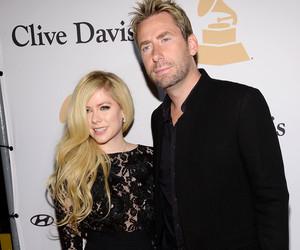 Avril Lavigne & Chad Kroeger Get Cozy at Clive Davis' Pre-Grammy Party –…