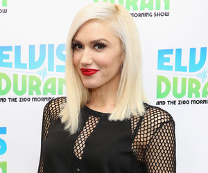 See Gwen Stefani's Stunt Double Fall In Live Grammy Music Video -- Plus, Secret…