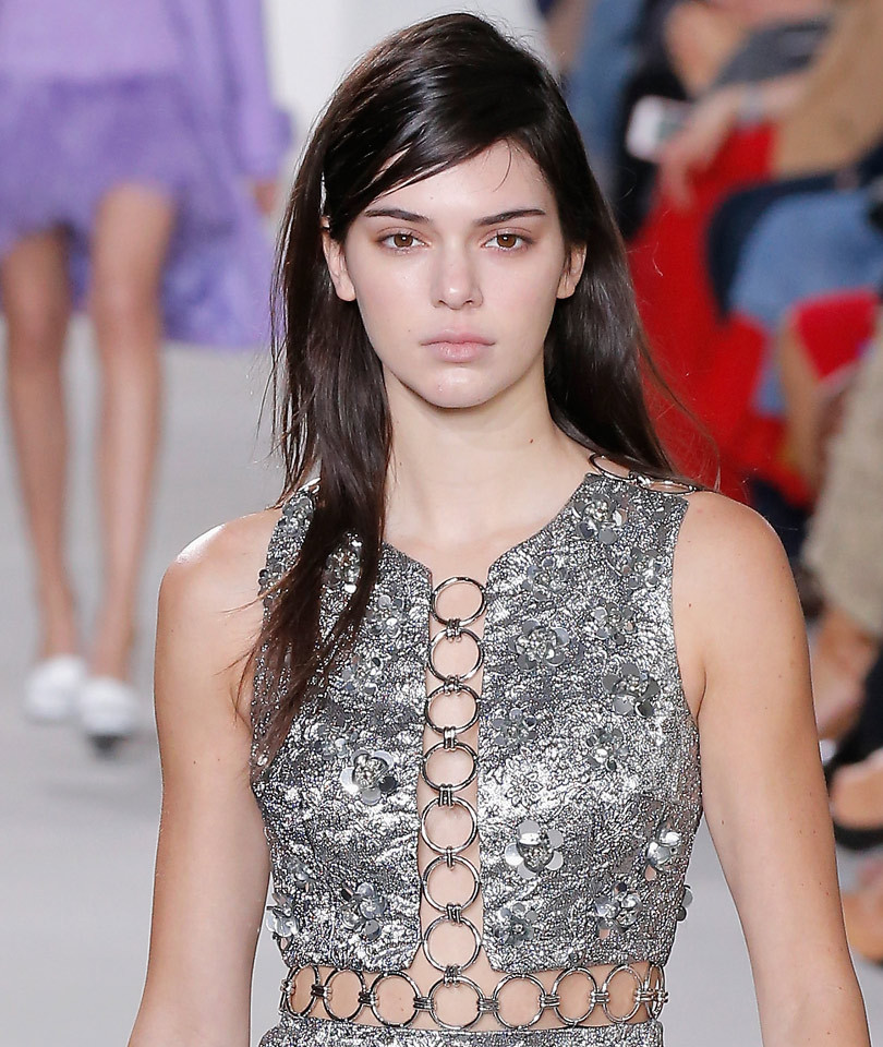 Kendall Jenner Opens Michael Kors' NYFW Runway ... with Barely Any Makeup!