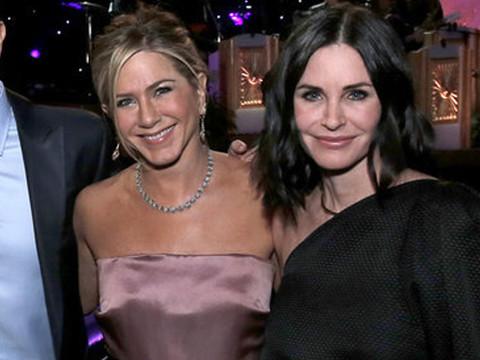 """""""Friends"""" Cast Reunites and Reveals Big Bombshells -- Did They Sign a No Hookup Contract?!"""