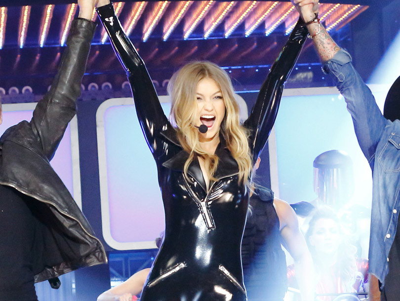Gigi Hadid Gets Some Help from Backstreet Boys Nick Carter & AJ McLean for…