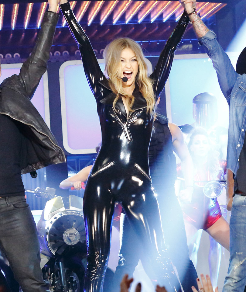 Gigi Hadid Gets Some Help from Backstreet Boys Nick Carter & AJ McLean for…