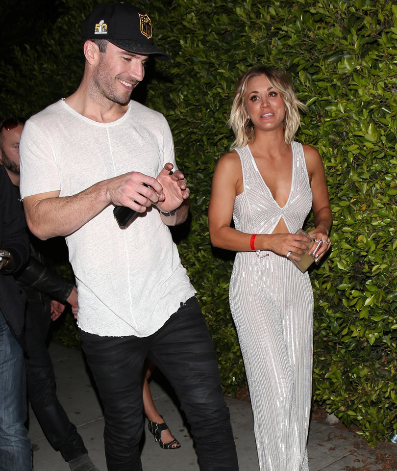 hunt divorced singles personals Sam hunt and kaley cuoco made some sort of connection at hyde nightclub after the grammys, because they walked out together and they're both very single kaley filed for divorce from ryan sweeting back in september, and sam's been single for a while the 2 hung out in the vip section at the republic .
