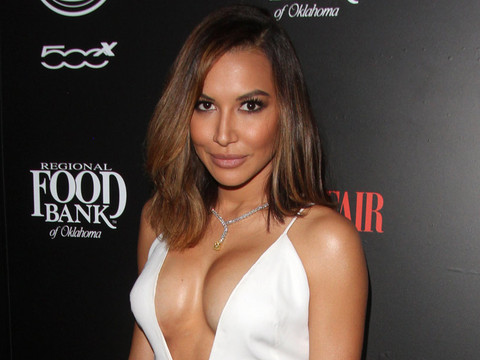 """Naya Rivera Shows Off Her """"Lopsided Boobs"""" at Vanity Fair Event"""