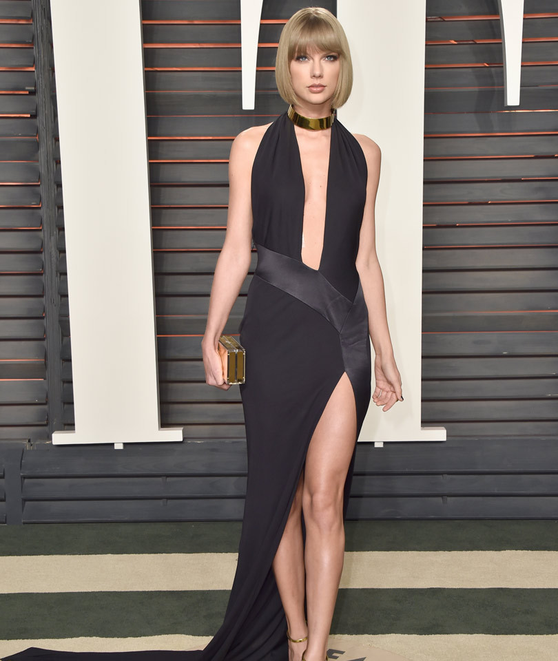 Taylor Swift Shows Serious Skin In Plunging Black Dress at 2016 Vanity Fair…