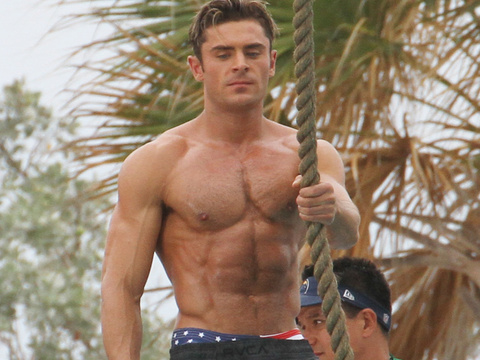 """Zac Efron Flaunts His INSANE Physique on """"Baywatch"""" Set -- Abs for Days!"""