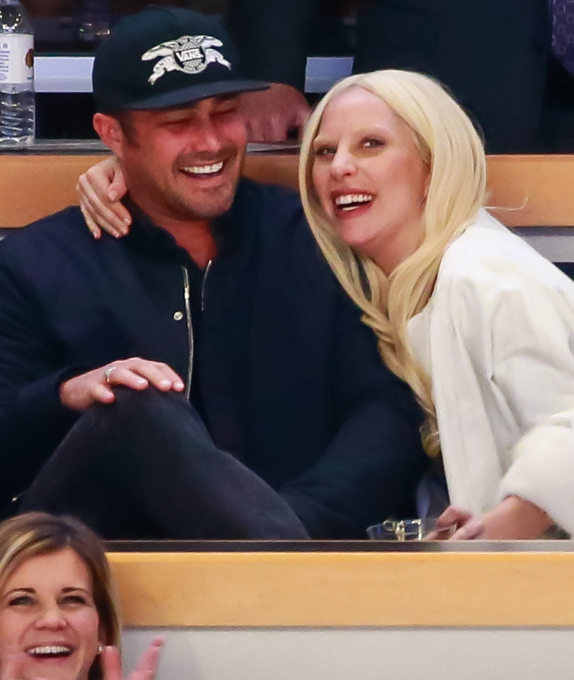 Lady Gaga & Taylor Kinney Pack on PDA At Hockey Game, After Doing Chicago…