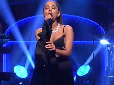 """See Why Everyone Was Freaking Out Over Ariana Grande's """"SNL"""" Performance"""