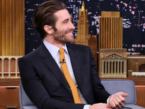 "LOL! Jake Gyllenhaal & Jimmy Fallon Spit Food on Each Other In Latest ""Tonight Show""…"