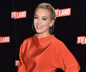"Hilary Duff Stuns In New Makeup-Free Photo, Jokes That Her Hair ""Magically""…"
