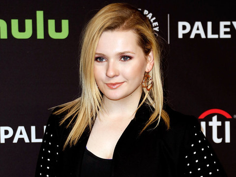 "Abigail Breslin Trades In Her Blonde Locks for Dark Brunette 'Do for ""Dirty Dancing""…"