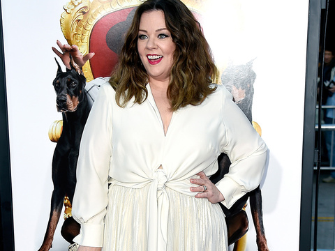 "Melissa McCarthy Stuns In White at ""The Boss"" Premiere -- She Looks Better Than Ever!"