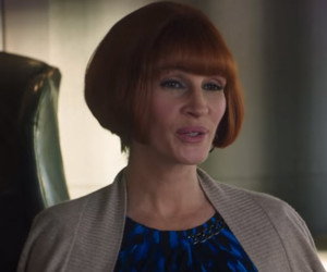 """Wiggin' Out! See Julia Roberts Rock Chin-Length Bob In New """"Mother's Day""""…"""