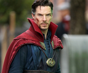 "Benedict Cumberbatch Looks Like a Total Badass In New Pics from the Set of ""Doctor…"