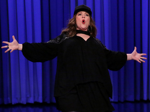 """Melissa McCarthy Crushes Jimmy Fallon in Lip Sync Battle With DMX & """"Colors of the…"""