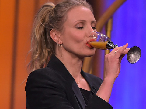 "Watch Cameron Diaz and Jimmy Fallon Guzzle Salsa Verde & Absinthe During ""Drinko"""