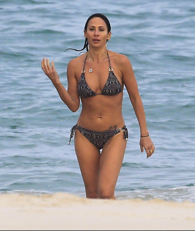 """""""Torn"""" Singer Natalie Imbruglia Hits the Beach -- And Damn, She Looks…"""