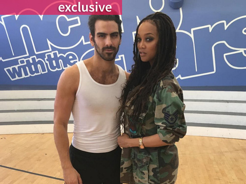 "Tyra Banks Surprises ""Top Model"" Winner Nyle DiMarco with ""Dancing with the Stars"" Pep…"