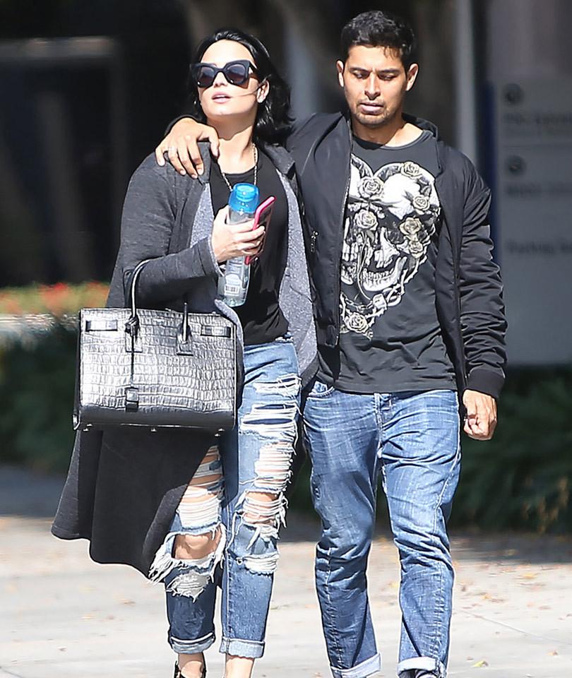 Demi Lovato & Wilmer Valderrama Show Serious PDA While Running Errands