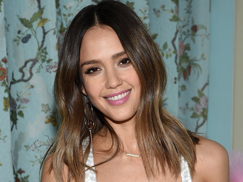 Jessica Alba Shows Off Toned Body In Sexy (and Sweaty!) Gym Selfie