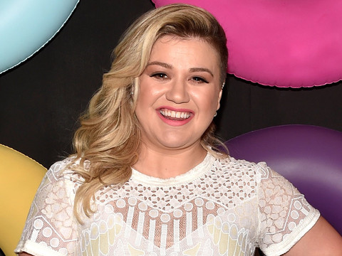 Kelly Clarkson Shares Adorable Photo of Her Big, Blended Family!