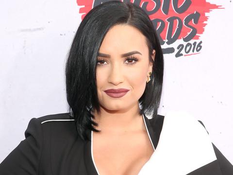 """Demi Lovato Gushes About Boyfriend Wilmer Valderrama: """"He Loves So Hard"""""""