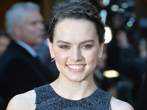 """Daisy Ridley Posts Makeup-Free Photo Covered in """"Spot Cream"""" -- See the Cute Candid!"""