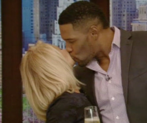 "Michael Strahan Kisses Kelly Ripa Goodbye on His Final Episode of ""Live with Kelly and…"
